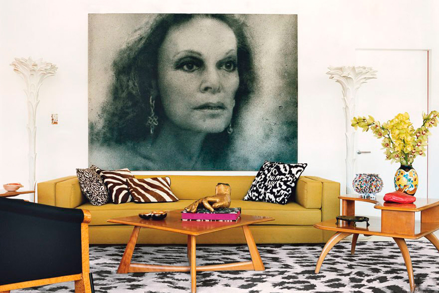 item2.rendition.slideshowHorizontal.diane-von-furstenburg-new-york-apartment-03-living-area